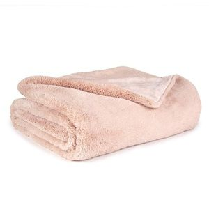 NEW Macy's Sleeping Partners Faux Fur Pink Throw